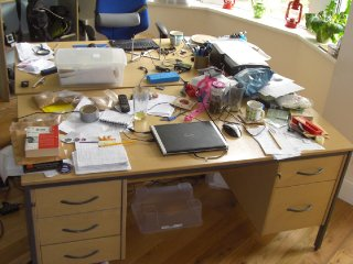 untidy-desk